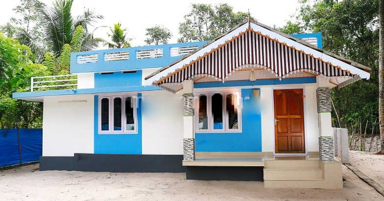 Awesome Home Design 700 Part - 11: 700 Square Feet 2 Bedroom Low Budget Home Design For 10 Lac And Plan