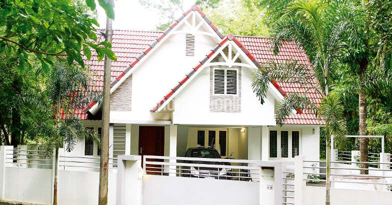 1800 square feet 3 bedroom colonial style kerala home for Colonial style house plans kerala