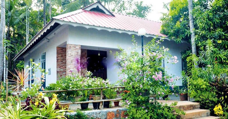 1100 Square Feet 3 Bedroom Nalukettu Kerala Style Home Design For 15 Lac  And Plan