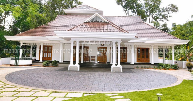 2870 square feet 3 bedroom single floor traditional style for Traditional house plans kerala style