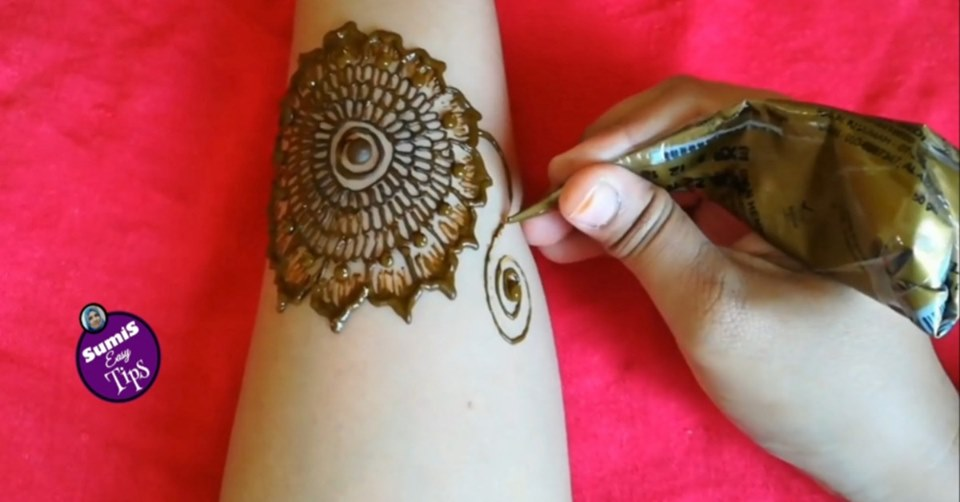 Photo of simple full hand mehndi designs